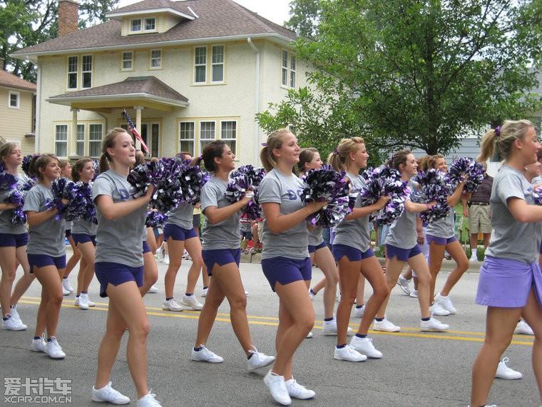 美国高中女生发育的真好!