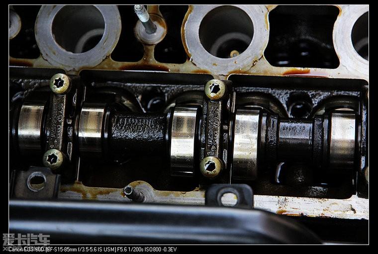 刚换了一年的气门室盖垫又漏油了,又换了单向阀,七字单向阀和喷油嘴泵图片