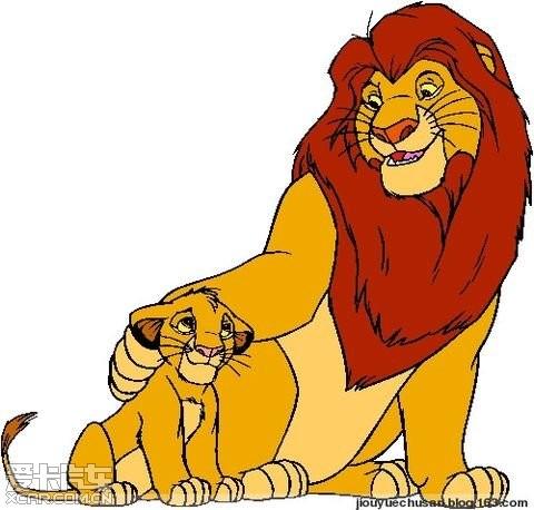 草原上有对狮子母子