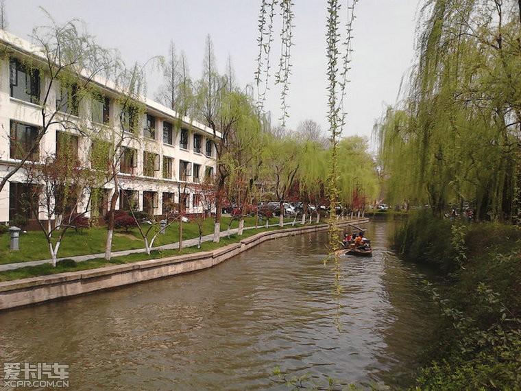 > 杭州西湖的春天,杭州春天不算最美,下雨的秋天最美,当然下雪那是