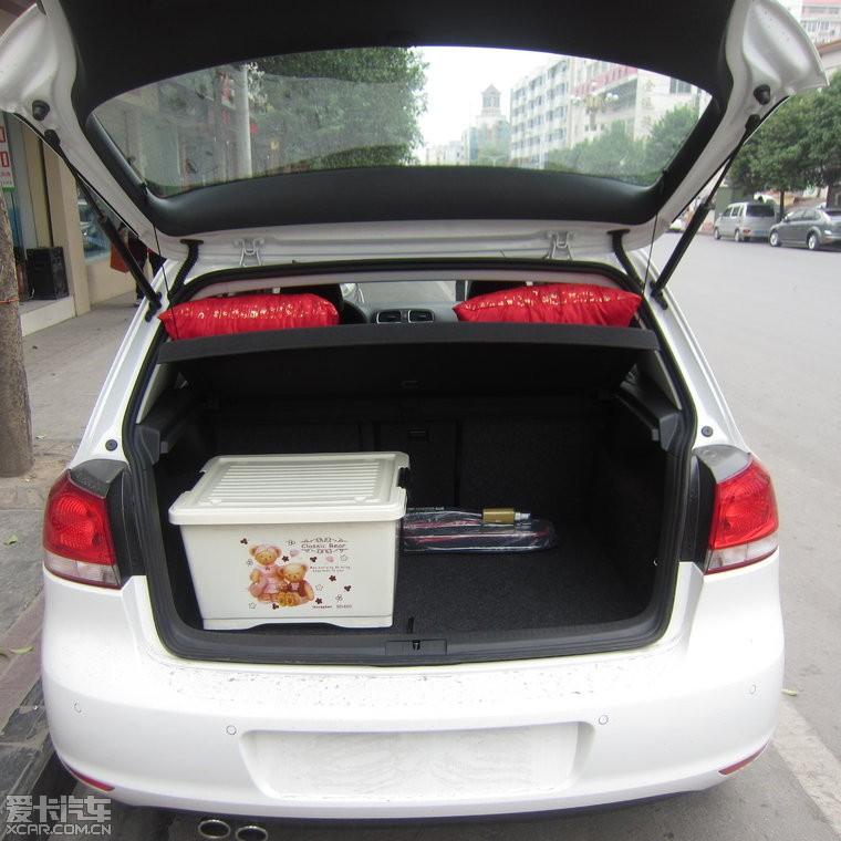 2012款高尔夫6豪华白外黑内提车作业
