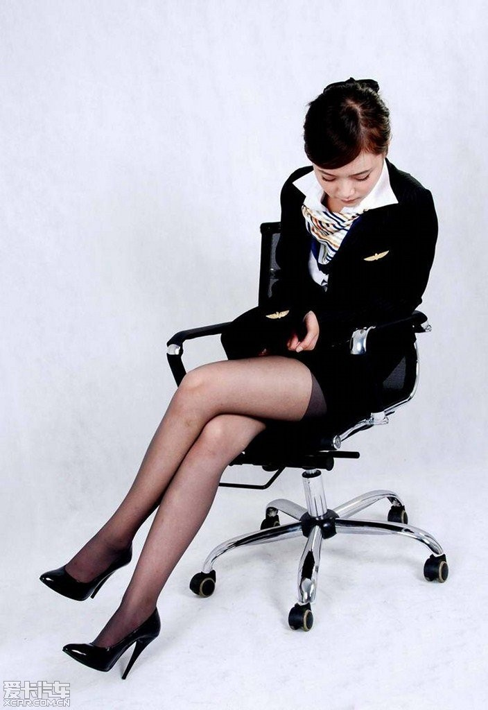 【谈茉花香】黑丝高跟美腿空姐