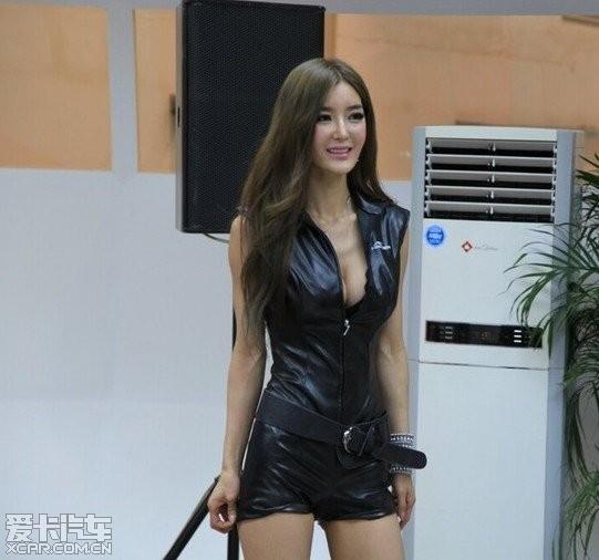 北京车展最抢眼车模李颖芝生活照大爆料