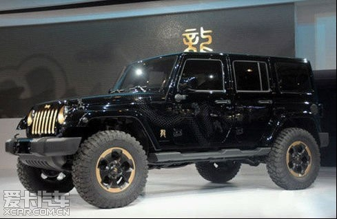 """本来jeep 牧马人""""龙图腾""""最吸引我的是那个有纹身的车模,高清图片"""