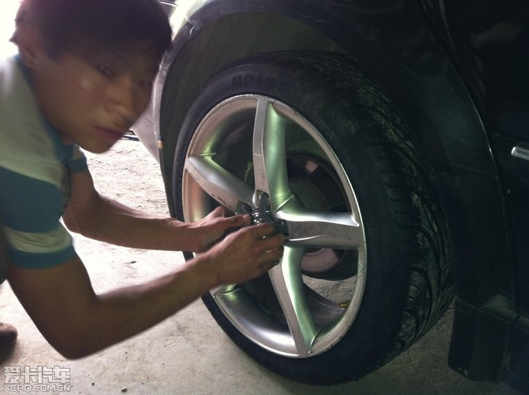 v6老帕改装a4顶配18寸轮毂的轮胎高清图片