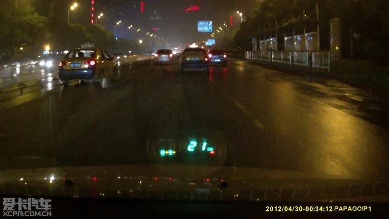 HUD显示器与行车记录仪的组合信息