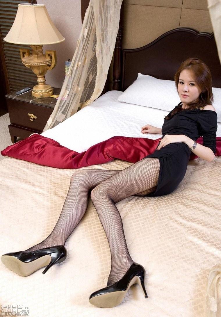 美女丝袜换妻在线观看_> 制服配丝袜