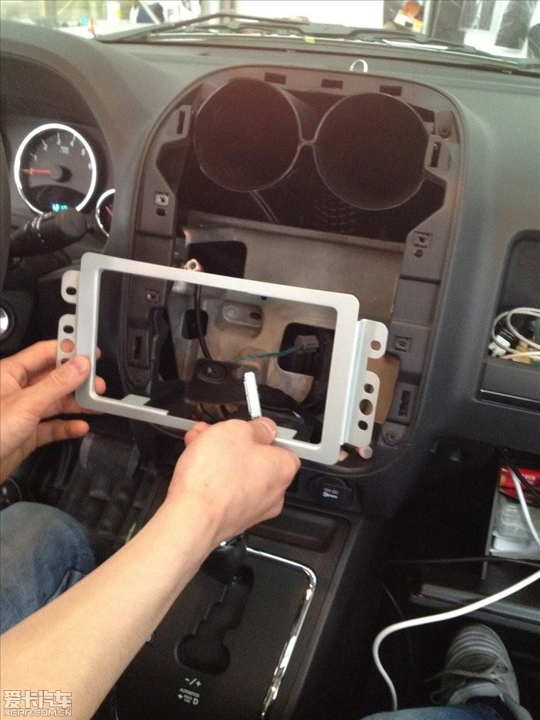 新手报到帖之二:2012都市版安装飞歌dvd导航 倒车影像 胎压 行车记录
