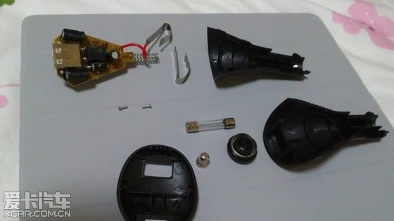 拆解导航仪的车载12v转5v的电源