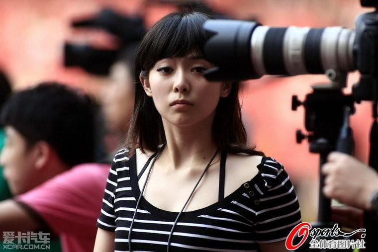 实拍中国最敢露的齐13美女记者工作体育摄影羽毛球太耗图片