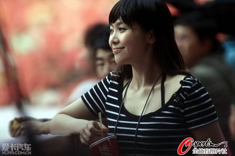 实拍中国最敢露的齐13记者美女工作体育训练男体操队摄影视频图片