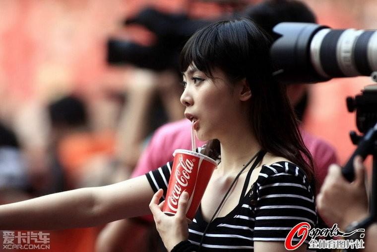 实拍中国最敢露的齐13体育记者摄影美女工作蓝翔电子竞技好吗?图片