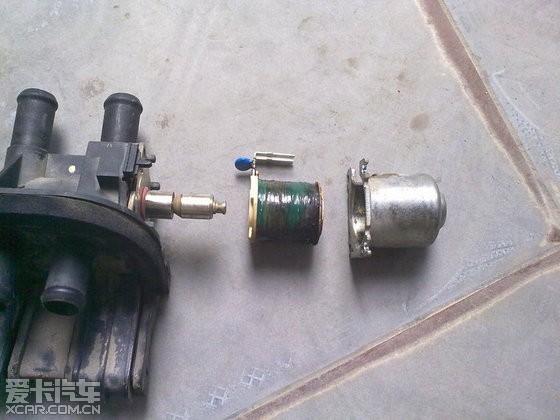 首先拆开电磁阀外壳4个螺丝拨出来就是这个样子图片