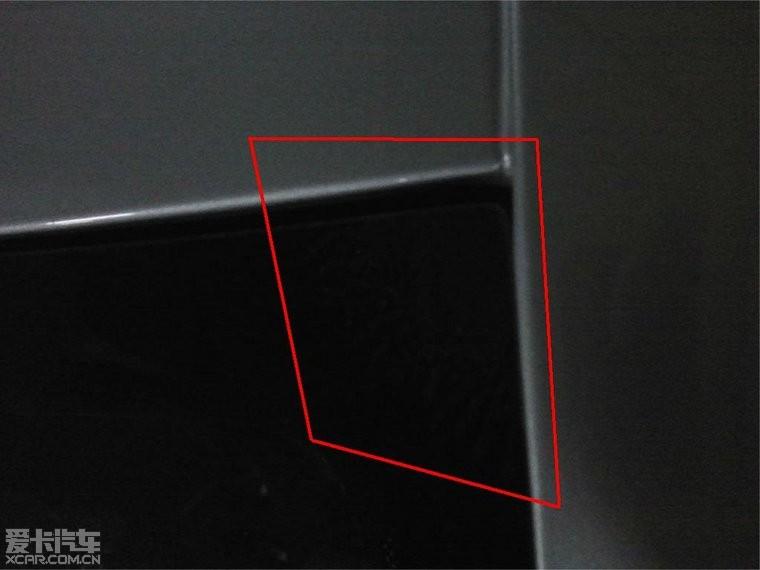汽车前挡风玻璃右上角都要贴什么标志