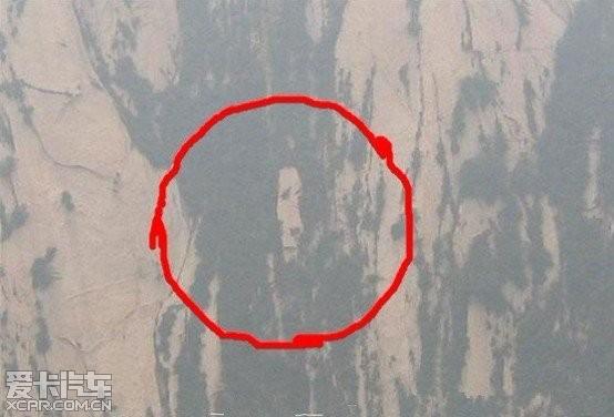 绝壁上面的侧面人头像,还是在别人的提醒下才看到的,大自然的鬼斧神