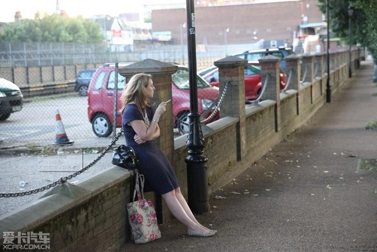 中国人在英国牛了!内涵、美女、美景照带你品美女接吻帅哥照图片