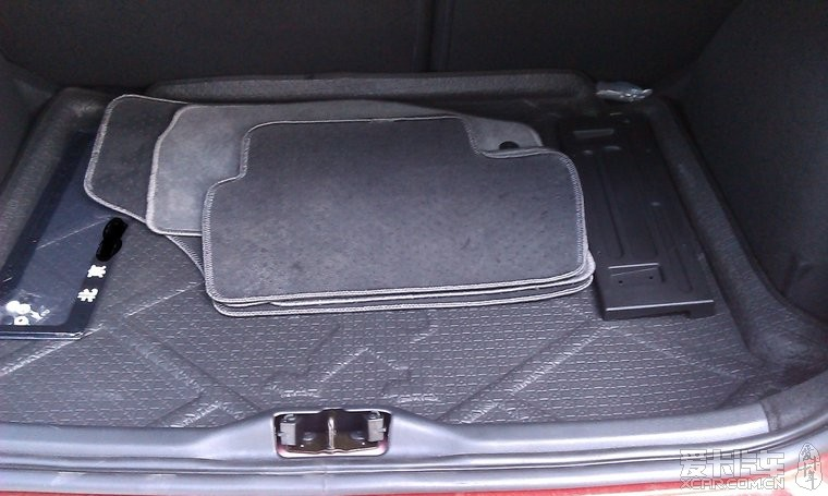尾箱里面的脚垫和牌照架牌照框是4s赠品.后备箱垫是我淘高清图片