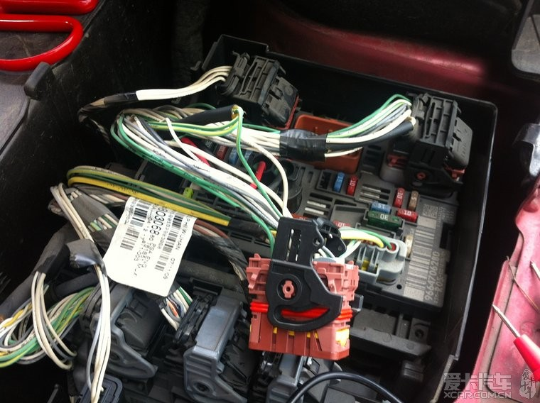 汽车论坛大全 标致307论坛 03 正文  20,喇叭控制继电器接中间插头