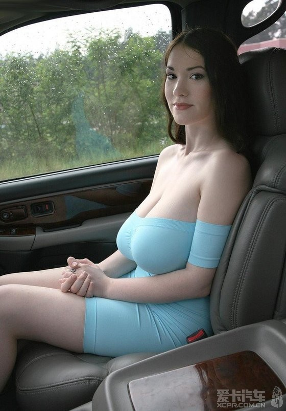 俄国巨胸美女林间写真