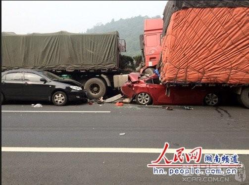 南境内22辆车追尾 深圳汽车论坛 XCAR 爱卡汽车俱乐部 -标题 杯具高清图片