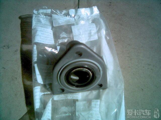 标题 换全套离合器,电子液压助力泵的作业高清图片