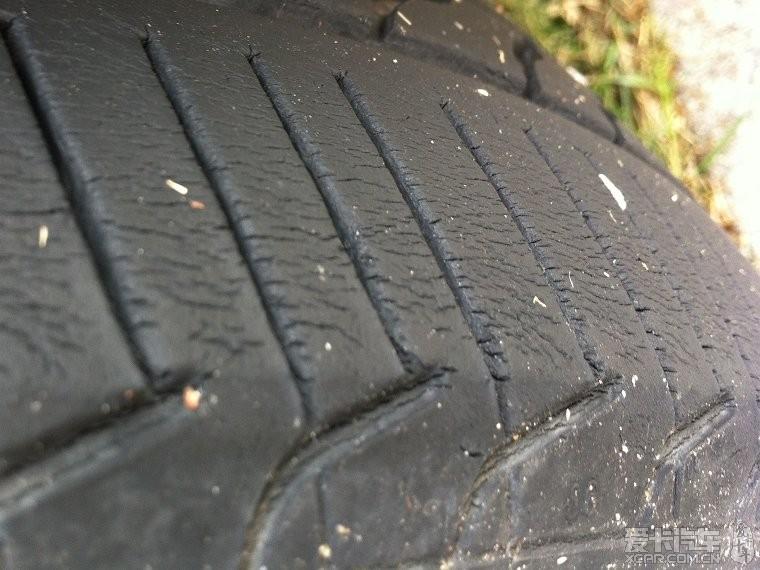 米其林轮胎出现这种裂纹(更新最新状况:在8楼