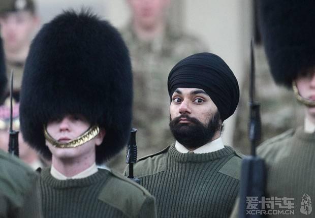 包头巾的皇家卫兵,他是第一个~~~~~~~~~~~