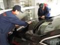 上海嘉定碳晶黑标致508汽车镀膜施工作业
