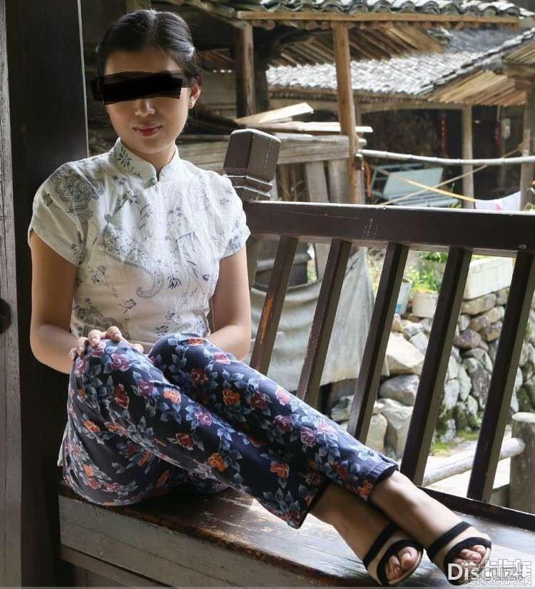 熟女乱乱影片_> 农村里的熟女,跟你想象的不同,准备好小药丸