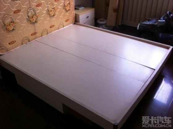 床板上的花纹是床垫上的~~不是潮湿的霉点