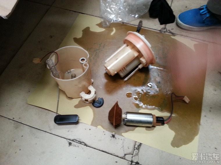 金属的圆筒是汽油泵