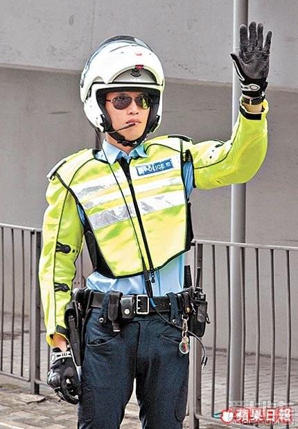 详细讲述香港交通警近几年的制服变化,及内地交警穿着