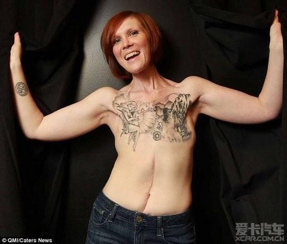 不进行乳房再造手术 而是选择在手术的疤痕上纹身