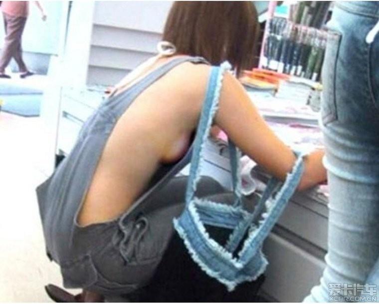 美女穿超短裤露臀沟