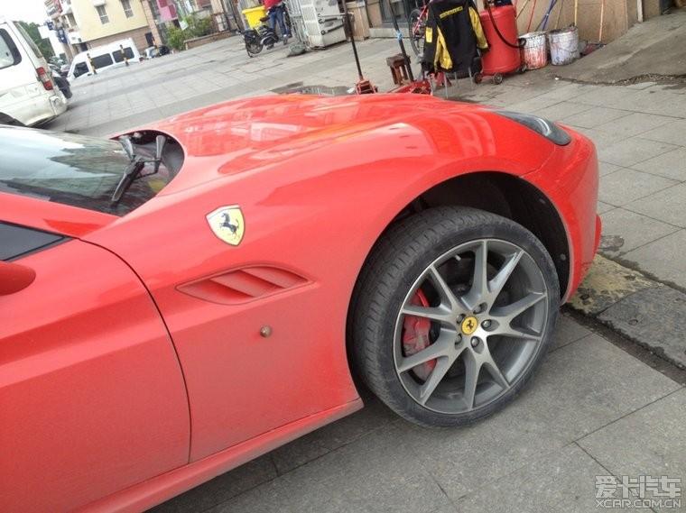 法拉利加利福尼亚_法拉利--加利福尼亚更换轮胎作业-爱卡汽车网论坛