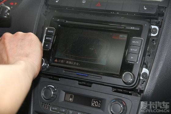 倒车影像有点暗(拍的技术不犀利); polo安装翻标摄像头和rcd510_爱卡