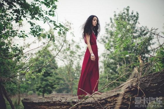 复古系的红裙美女 枯木林写真 - 图说世界 - 娱乐贴图论坛_高清美图论