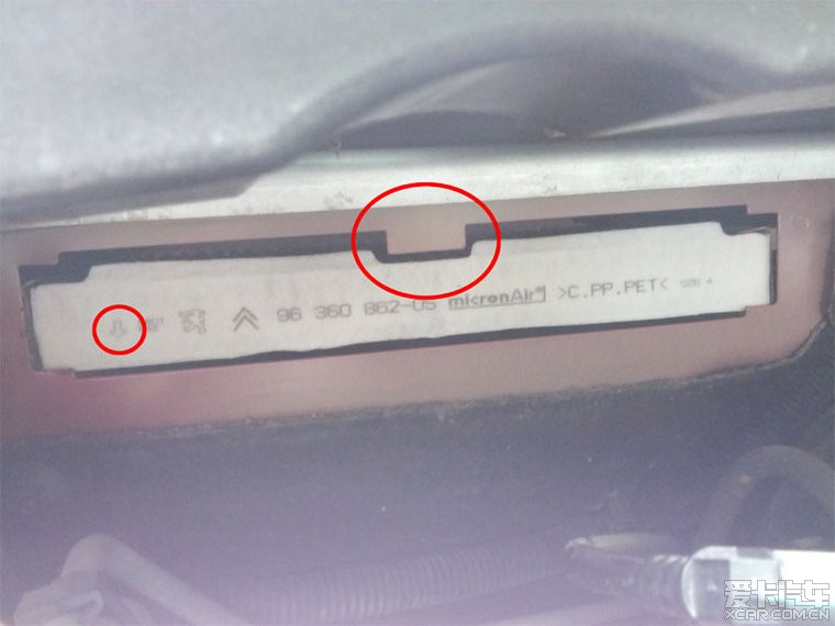 更换308空调滤芯作业高清图片