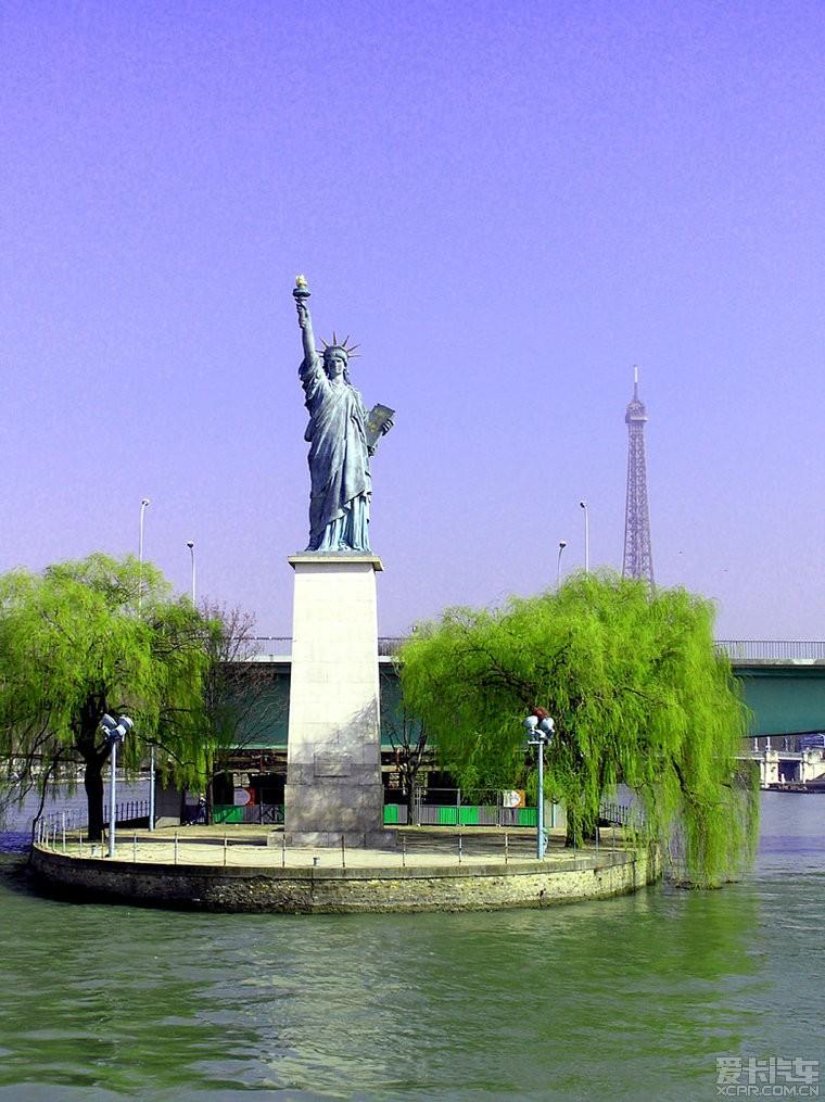 图为:法国巴黎的自由女神像——摄于2006年