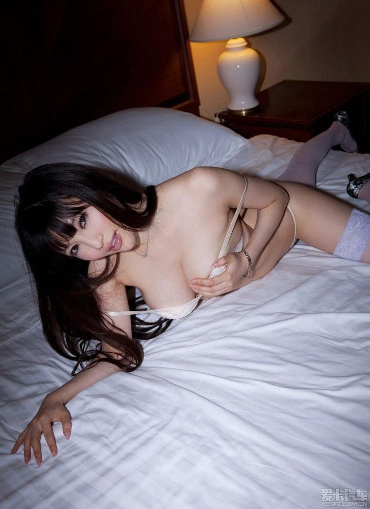 美女都躺床上了 怎么睡啊~!~