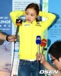 2013年6月23日,孙妍在现身机场吐舌卖萌。