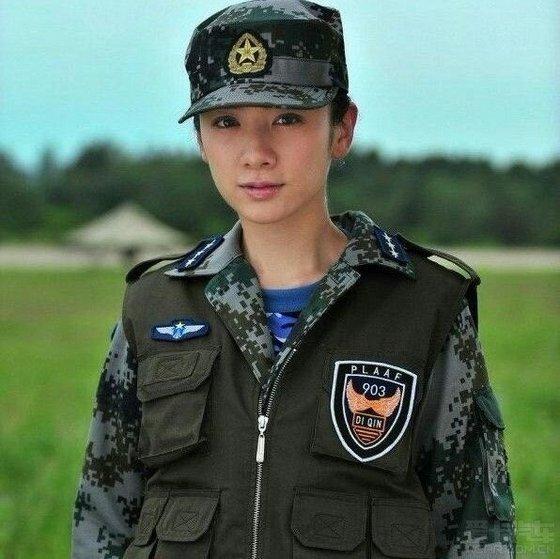 网传解放军空军美女上尉生活照