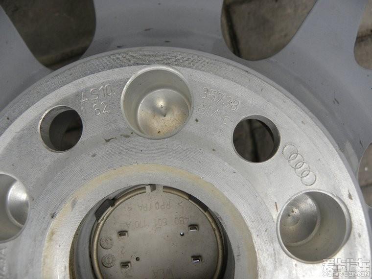 奥迪TT换了18寸大脚 现在出售原车17寸的轮毂轮胎 感兴趣...