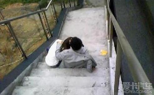 2010年最新轰动南京悠悠大学校花门事件 全图