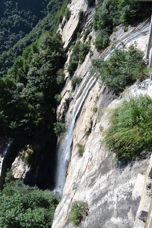 天生桥瀑布群风景区,避暑不错