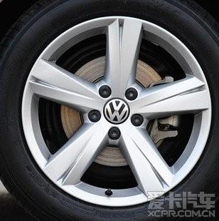 所以放弃18寸轮毂折中17寸的轮毂高清图片