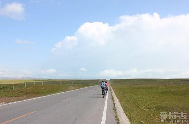 认识一段骑行的视频,讲述他已经一年多了,帮忙故事女生快板图片