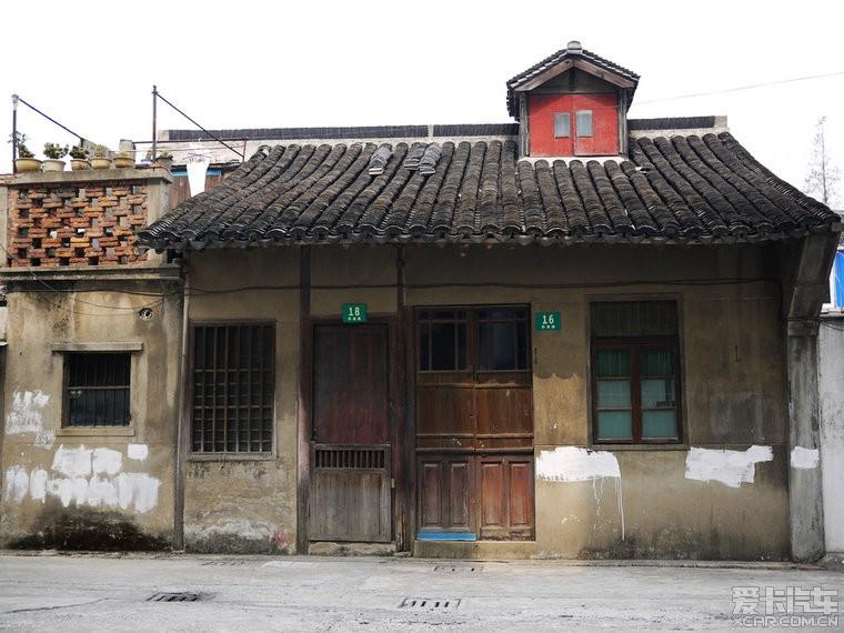 简洁的老房子,与想象中的老街道的旧屋一样