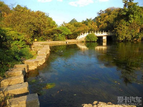 静静流淌的花溪河--公园段.