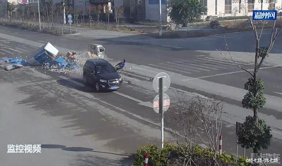 惨烈的车祸, 很牛的雪佛兰科帕奇 欧美车车祸真相 奇闻异事高清图片
